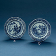 SET OF TWO BLUE AND WHITE PORCELAIN SMALL PLATES - Asian Art