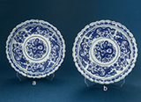 SET OF TWO BLUE AND WHITE PORCELAIN DISHES -    - Asian Art