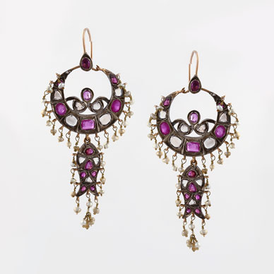 A PAIR OF CHANDBALI EAR PENDANTS