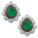 A PAIR OF ELEGANT EMERALD EAR CLIPS -    - Auction of Fine Jewels