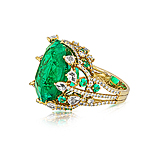 AN EMERALD AND DIAMOND RING -    - Spring Auction of Fine Jewels