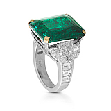 AN IMPORTANT EMERALD AND DIAMOND RING -    - Auction of Fine Jewels & Watches