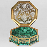 A STUNNING MALACHITE AND ETCHED SILVER-GILT TABLE  BOX -    - Travel and Leisure Auction