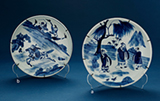 SET OF TWO BLUE AND WHITE PORCELAIN PLATES -    - Asian Art