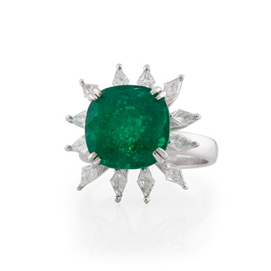A COLOMBIAN EMERALD AND DIAMOND 'FLOWER' RING